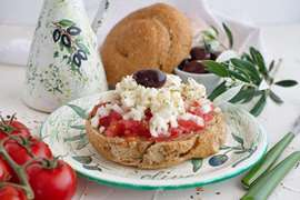 Cretan recipes: how to make the perfect Dakos